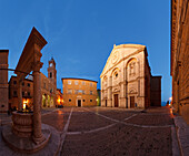 Piazza Pio II., square with fountain, town hall and Duomo Santa Maria Assunta cathedral at night, Pienza, Val d'Orcia, Orcia valley, UNESCO World Heritage Site, province of Siena, Tuscany, Italy, Europe
