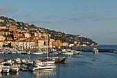 Boote im Hafen, Porto San Stefano, Hafenstadt, Monte Argentario, Mittelmeer, Provinz Grosseto, Toskana, Italien, Europa