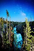 USA, Wyoming, Kessler Cascade under the stars, Yellowstone National Park