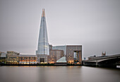 the Shard und die Themse, Wolkenkratzer, London, England, Vereinigtes Königreich, Europa, Architekt Renzo Piano, Langzeitbelichtung