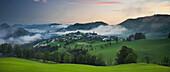 Blick ins Alpenvorland und Maria Neustift, Wolken, Weide, Oberösterreich, Österreich