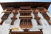 Bhutan (kingdom of), District of Paro, the City, the Dzong built in 1646 by the famous Shabdrung Namgyel, burnt in 1907 and rebuilt later on in an identical way // Bhoutan (Royaume du), district de Paro, la ville de Paro, le Dzong, construit en 1646 par l