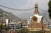 Nepal, City of Kathmandu, buddhist temple of Swayambhunath (or monkeys temple) built on top of a hill //Nepal, ville de Kathmandou, temple bouddhiste de Swayambhunath (ou temple des singes)construit en haut d'une colline.