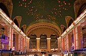 CHRISTMAS LIGHTS SHOW MAIN CONCOURSE GRAND CENTRAL TERMINAL MIDTOWN MANHATTAN NEW YORK CITY USA