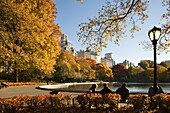 CONSERVATORY WATER MODEL BOAT POND CENTRAL PARK EAST MANHATTAN NEW YORK CITY USA