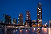 TALL APARTMENT BUILDINGS LONG ISLAND CITY, WATERFRONT QUEENS NEW YORK CITY USA