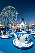 TEA CUP RIDE DENO'S WONDER WHEEL AMUSEMENT PARK CONEY ISLAND BROOKLYN NEW YORK CITY USA