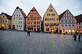 The historic city centre around the central Market Place in the evening, Rothenburg ob der Tauber, Middle Franconia, Bavaria, Germany