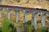 Steam engine crossing Glenfinnan Viaduct, Glenfinnan Viaduct, Hogwarts-Express, Harry-Potter-films, Harry Potter, Highland, Scotland, Great Britain, United Kingdom