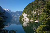 Excursion boat at Malerwinkel, Koenigssee, Berchtesgaden region, Berchtesgaden National Park, Upper Bavaria, Germany