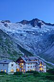 Hut Berliner Huette with Grosser Moeseler in background, Zillertal Alps, valley Zillertal, Tyrol, Austria