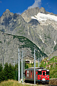 Matterhorn-Gotthard-Railway in front of Salbitschijen, Oberalp Pass, Andermatt, Canton of Uri, Switzerland