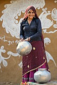 India, Rajasthan, Tonk region, Cheerful woman at the village well.