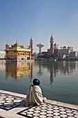 Sikh Pilgrim, The Golden Temple of Amritsar, aka The Harmandir Sahib or Hari Mandir Punjab, India
