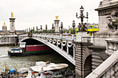 Pont Alexandre III, Hotel des Invalides in the background, Paris, France, Europe, UNESCO World Heritage Sites (bank of Seine between Pont de Sully und Pont d'Iena)