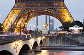 Pont d'Iena and Eiffel Tower, Paris, France, Europe, UNESCO World Heritage Sites (bank of Seine between Pont de Sully und Pont d'Iena)