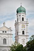 Kirchturm des Dom St. Stephan, Altstadt Passau, Niederbayern, Bayern, Deutschland