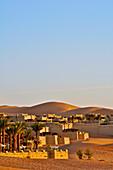 Qasr al Sarab hotel with palm trees, Liwa desert, Qasr al Sarab, Abu Dahbi, United Arab Emirates
