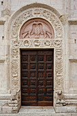 Enrtance and doot to Duomo San Rufino, Cathedral of San Rufino, Romanesque facade, Assisi, UNESCO World Heritage Site, Via Francigena di San Francesco, St. Francis Way, Assisi, province of Perugia, Umbria, Italy, Europe