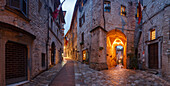 Via San Rufino, alley in Assisi at night, UNESCO World Heritage Site, St. Francis of Assisi, Via Francigena di San Francesco, St. Francis Way, province of Perugia, Umbria, Italy, Europe