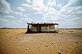Huts in the Kenyan desert, Kenia, Africa