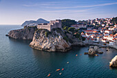Sea kayaks along the coastline seen from the city wall in the old town, Dubrovnik, Dubrovnik-Neretva, Croatia