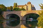 View of bridge and Abbaye Saint-Pierre-de-Solesmes, Solesmes, Houseboat on the river Sarthe, Dept. Sarthe, Region Pays de la Loire, France, Europe