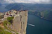 Am Prekestolen, natürliche Felsplattform, Lysefjord, Provinz Rogaland, Norwegen, Europa