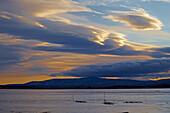 Blick über den Étang de Bages et de Sigean nach Südwesten, Wolke, Sonnenuntergang, Dept. Aude, Languedoc-Roussillon, Frankreich, Europa