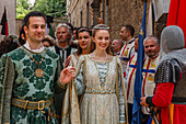 Couple in traditional medieval costume, parade at the city festival, Corso Camillo Benso Conte di Cavour, pedestrian area, old town, Orvieto, hilltop town, province of Terni, Umbria, Italy, Europe