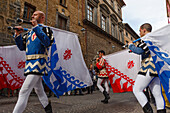 flag bearers, traditional medieval costume parade, city festival, tradition, Corso Camillo Benso Conte di Cavour, pedestrian area, old town, Orvieto, hilltop town, province of Terni, Umbria, Italy, Europe