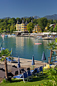 Velden castle with sun loungers and platform, Lake Woerthersee, Carinthia, Austria