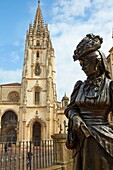 '´´''''La Regenta´ sculpture by Mauro Alvarez, Plaza Alfonso II El Casto, Cathedral, Oviedo, Asturias, Spain.'''''