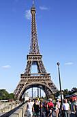 France, Europe, French, Paris, Seine River, Pont d'Iéna, Jena Bridge, Eiffel Tower, pedestrians,.
