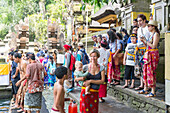 Holy springs Pura Tirta Empul, mother with her baby on her arm, tourists, temple, girl 5 months old, intercultural contact, meeting local people, locals, family travel in Asia, parental leave, German, European, MR, Ubud, Bali, Indonesia