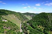 Blick von der Burgruine über Altenahr ins Ahrtal, Eifel, Rheinland-Pfalz, Deutschland