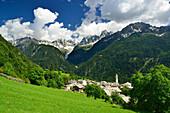Village of Soglio beneath Bondasca range with Piz Badile, Soglio, Bergell range, Upper Engadin, Engadin, Grisons, Switzerland