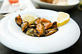 Steamed mussels garnished with lemon slices
