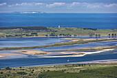 Luftbild, Insel Rügen im Vordergrund, dahinter die Insel Hiddensee mit dem Leuchtturm und am Horizont die Insel Mön (Dänemark), Nationalpark Vorpommersche Boddenlandschaft, Mecklenburg Vorpommern, Deutschland