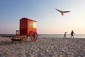 Beach hut, mother and daughter on the beach, Borkum, Ostfriesland, Lower Saxony, Germany
