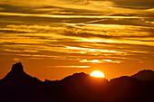 Sunrise over Kampenwand, Hochries, Chiemgauer Alps, Chiemgau, Upper Bavaria, Bavaria, Germany