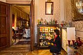 Alessandra und Alessandro Zoppi, private antique Murano glass collection, interior, Palazzo Barbarigo, Canal Grande, Venice, Italy