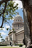 The Capitol is a neoclassical building with a columnar facade and dome of 91.73 meters high. Make the km 0 of Cuban roads using a 25-carat brilliant belonged to Tsar Nicolas II.