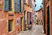 Street of the ochre coloured village of Roussillon, Natural Regional Park of Luberon, Vaucluse department, Provence Alpes Cote d'Azur region. France.