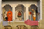 India, Uttar Pradesh, Varanasi, Morning worship at Ganga Mata temple.