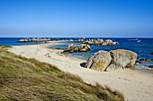 France, Briitany, Finistere, Kerlouan, Meneham beach.