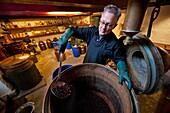 Ad Vermeij is destillateur voor Rutte destileerderij in Dordrecht. Hier wordt op traditionele en ambachtelijke manier jenever gestookt.gin distillery in Dordrecht, Holland.