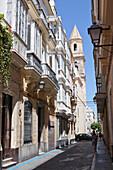Gasse in der Altstadt von Cádiz, Provinz Cádiz, Costa de la Luz, Andalusien, Spanien, Europa