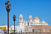 Kathedrale in der Altstadt von Cádiz, Provinz Cádiz, Andalusien, Costa de la Luz, Spanien, Europa