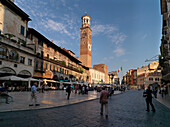 Torre dei Lamberti, Piazza delle Erbe, Verona, Venetien, Italien
